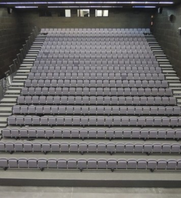 Retractable tribunes